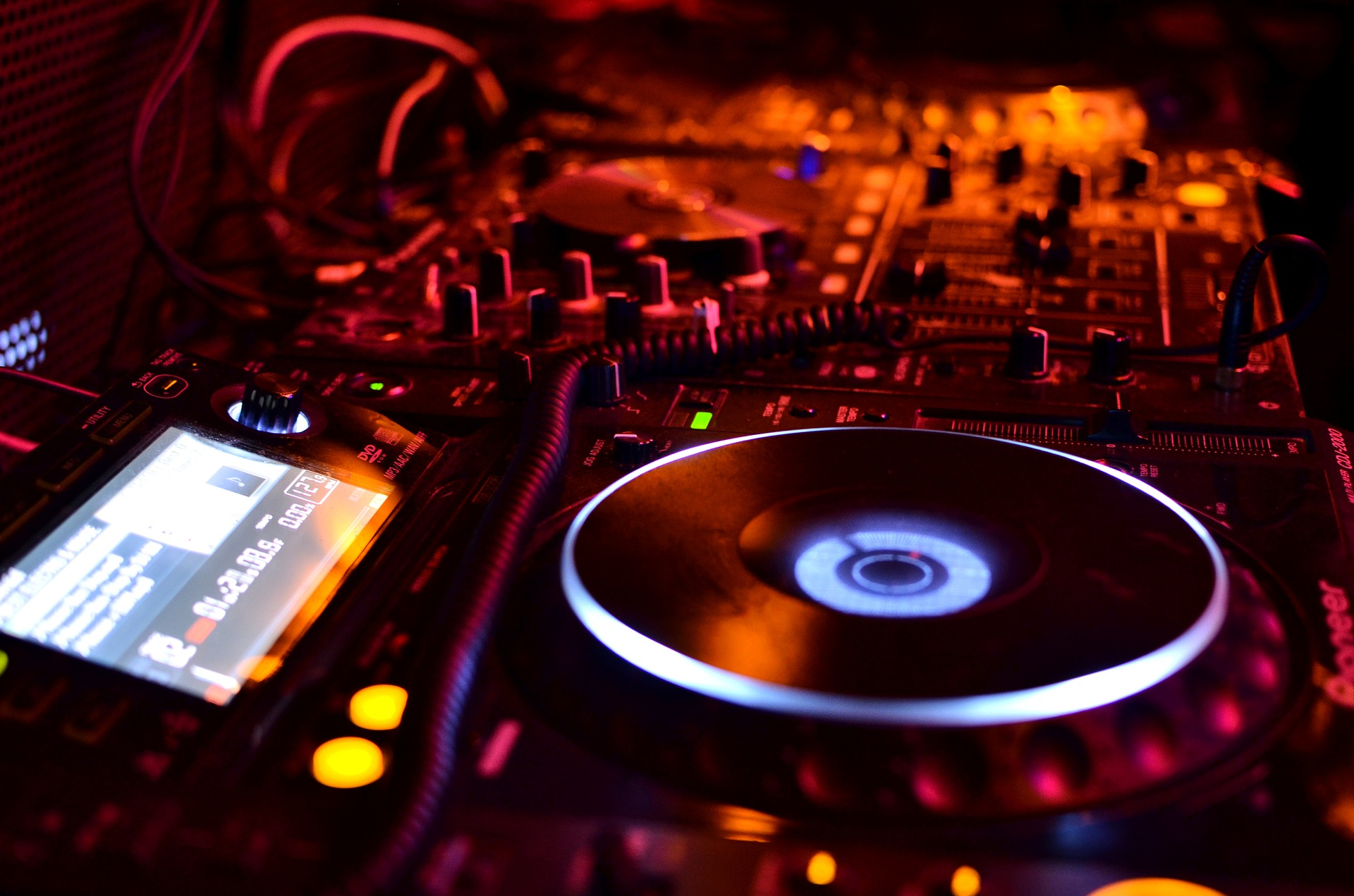 6 x Sponsored Tweets From A Top UK DJ