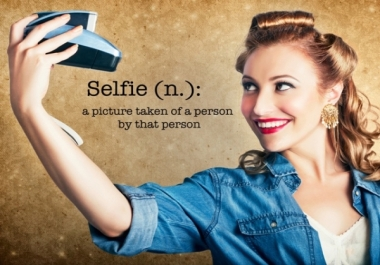 Make a selfie holding a phone with a message